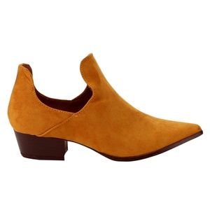 NWT! Boutique Cape Robbin Camel Ankle Booties